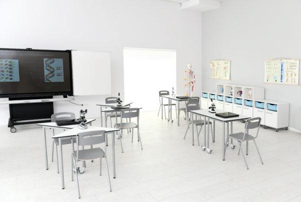 Mobilny stół easyMoove do pracowni biologicznej